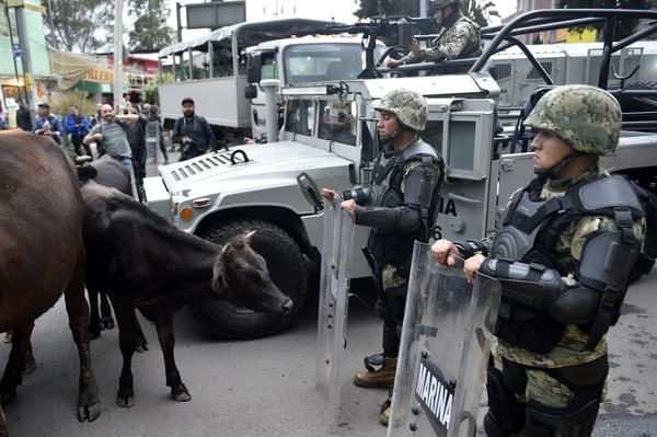 Efectivos de la Marina Armada de México desplegados el jueves 20 de julio del 2017 en el sitio donde hubo enfrentamiento entre nacotraficantes y autoridades en Tlahuac, Ciudad de México.