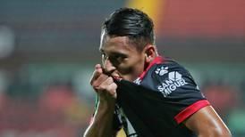 Alajuelense festeja el debut con gol de uno de sus cachorros