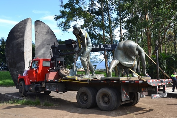 A finales del 2011 la obra llegó mutilada y deteriorada a los jardines del Museo de Arte Costarricense en La Sabana. Hoy en día, no se sabe en que parte de Alajuela será reubicada.