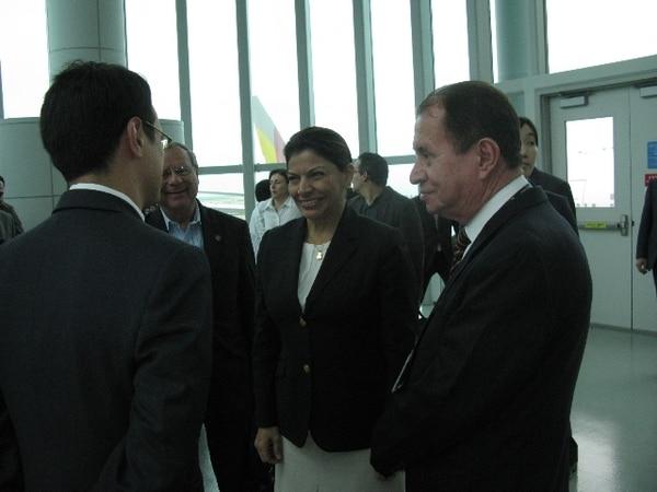 Laura Chinchilla aseguró que el Gobierno coreano se acercó a ella desde que ganó la elección en 2010.   MERCEDES AGUERO.