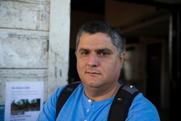 Josué Gabelmann, usuario del tren Heredia-San José. Fotografía: Alejandro Gamboa Madrigal