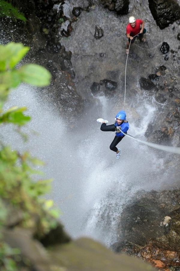 Mucha agua. El agua es un elemento vinculado al canyoning , ya sea al bajar una catarata o al caer en una poza. Lleve ropa adicional porque durante el tour quedará empapado. Pablo Montiel