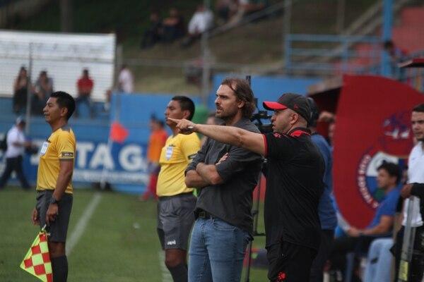 Mario Acosta es el asistente de Andrés Carevic en Liga Deportiva Alajuelense. Fotografía: Luis Barrios / Soy502.com