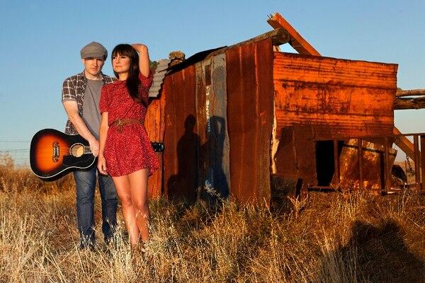 El grupo Amaral, conformado por Juan Aguirre y Eva Amaral, viene a promocionar su último disco, Hacia lo salvaje . Foto: O- Zone para LN