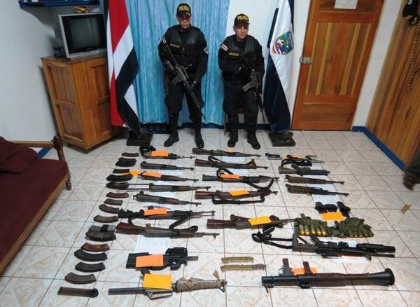 Las armas fueron empacadas y trasladadas anoche hasta la Policía de Fronteras de Los Chiles, donde fueron custodiadas. | EDGAR CHINCHILLA