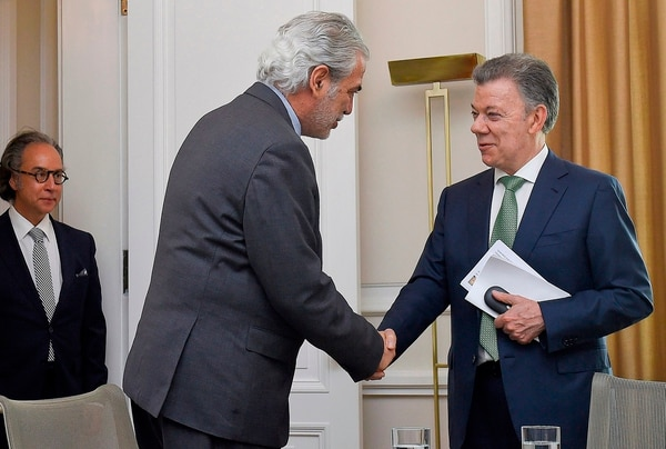 Durante su paso por Colombia, Stylianides sostuvo una reunión con el presidente Juan Manuel Santos, en la que anunció la ayuda de seis millones de euros a Colombia y de dos millones adicionales para los afectados por la crisis en Venezuela. AFP