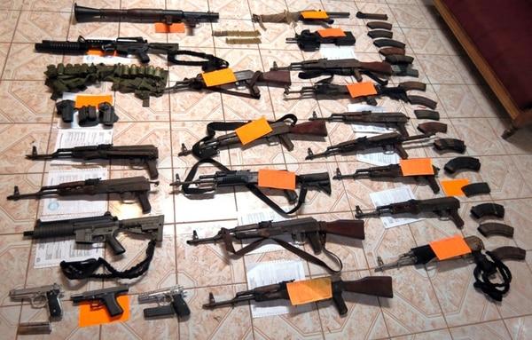 Lote de armas hallado por la Policía en Cutris, San Carlos.   EDGAR CHINCHILLA