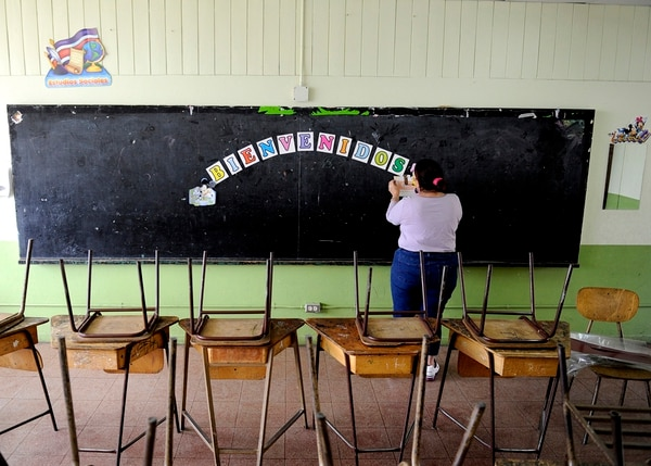06/02/15.El Ministerio de Educación Pública (MEP) le traslada fondos a las Junta de Educación para la reparación de los centros educativos, pago de transporte de estudiantes, compra de material para las lecciones y fines similares. Fotos Melissa Fernández Silva.