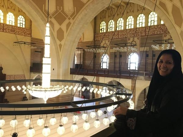 Arline Argüello Mena en una mezquita en Baréin.