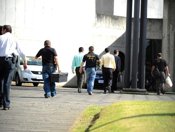 La sección de Fraudes del OIJ allanó la Clínica de Coronado para secuestrar expedientes relacionados con las presuntas estafas. | JORGE NAVARRO