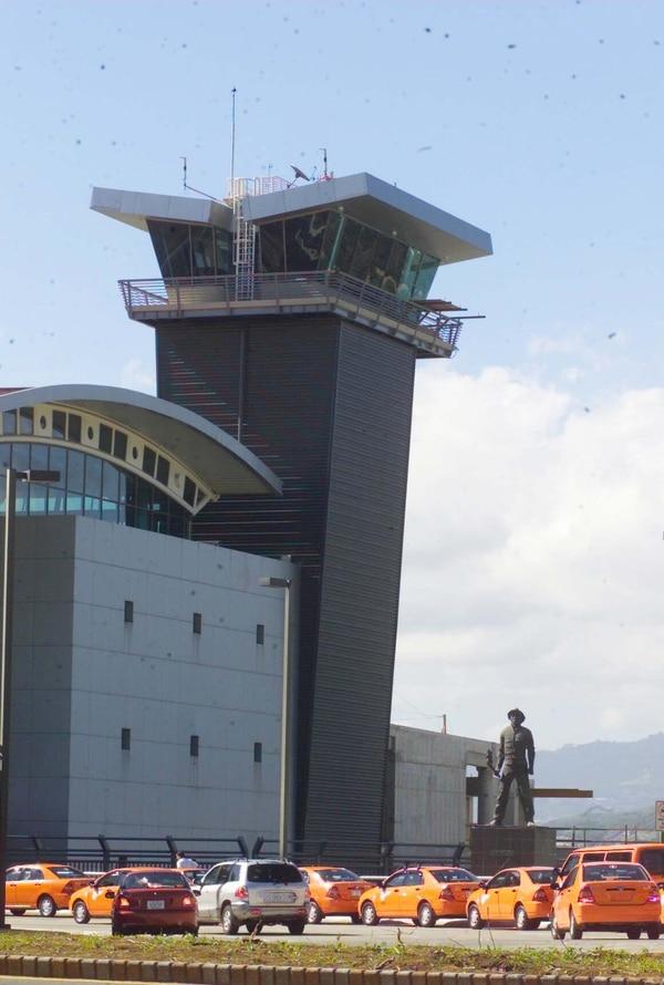 El problema surgió entre los sistemas de comunicación y datos hacia la torre de control.