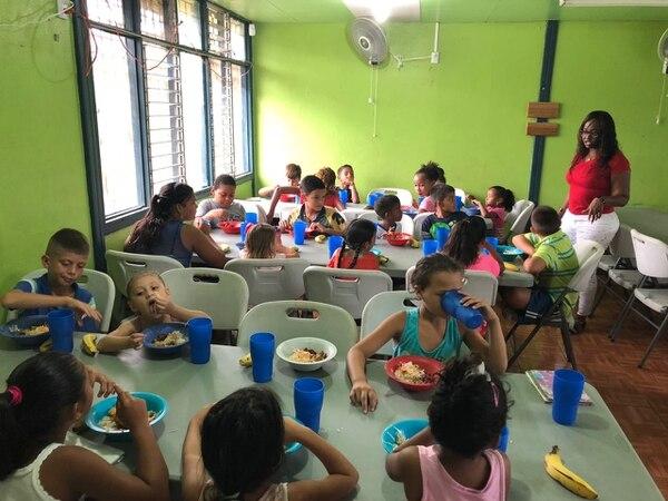 El CNP le vende alimentos a 1.758 centros educativos públicos.