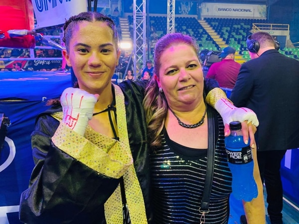 La boxeadora Jennifer Rodríguez y su mamá Kathia Rodríguez. Fotografía: Juan Diego Villarreal