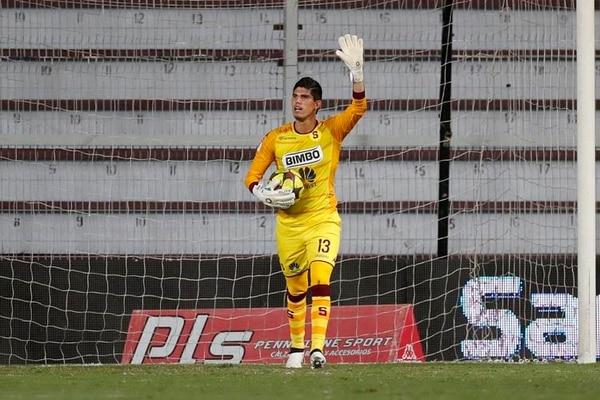 El arquero Aarón Cruz fue estelar con Saprissa ante la UCR y acumuló su sexto partido en el Torneo de Verano 2017.