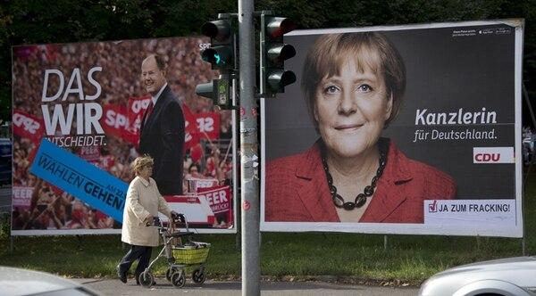 Propaganda política en Berlín muestra a Peer Steinbrück, del SPD y a la canciller Ángela Merkel, del CDU. | AFP