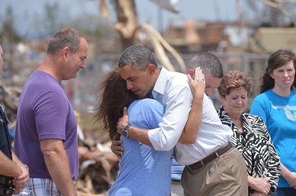 En la visita Barack Obama consoló a las víctimas del desastre. | AFP.