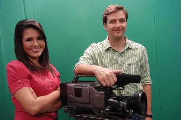 Los periodistas Natalia Suárez y Luis Ortiz presentaron el especial. Teletica.com para LN.Conductores.