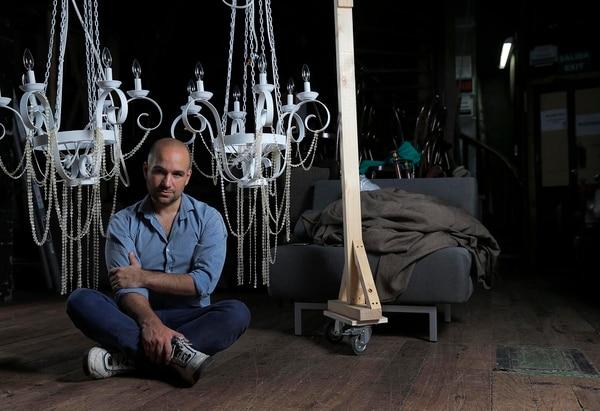José Darío Innella ormó parte del Jette Parker Young Artists Program, en la Royal Opera House, Covent Garden, Londres. Egresó del Instituto Superior de Arte del Teatro Colón de la Carrera de Règie.