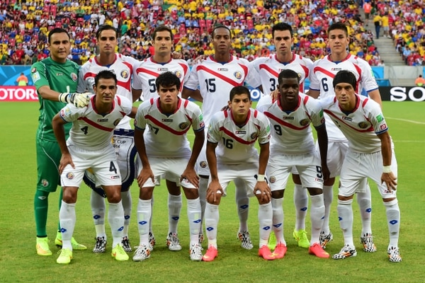Costa Rica's squad (top L-R) goalkeeper Keylor Navas, forward and captain Bryan Ruiz, midfielder Celso Borges, defender Junior Diaz, defender Giancarlo Gonzalez, defender Oscar Duarte, (bottom L-R) defender Michael Umana, midfielder Yeltsin Tejeda, defender Cristian Gamboa, forward Joel Campbell and midfielder Christian Bolanos pose for a group picture before the start of the round of 16 football match between Costa Rica and Greece at Pernambuco Arena in Recife during the 2014 FIFA World Cup on June 29, 2014. AFP PHOTO / RONALDO SCHEMIDT