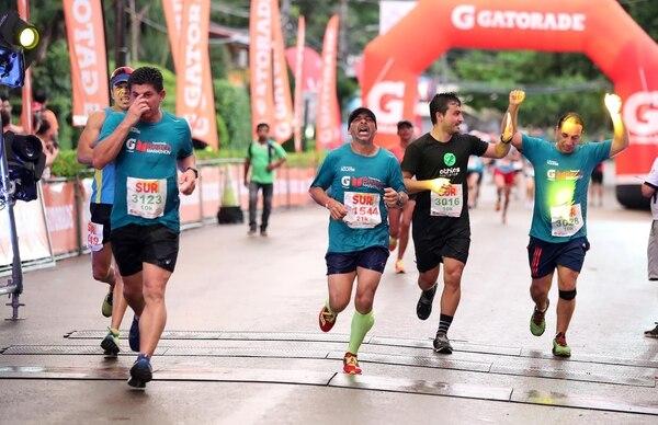 El esfuerzo de los corredores quedó en evidencia al finalizar la prueba. Fotografia: Graciela Solis