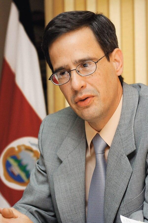 El presidente del TSE, Luis Antonio Sobrado, aboga por mayor austeridad electoral.   ARCHIVO