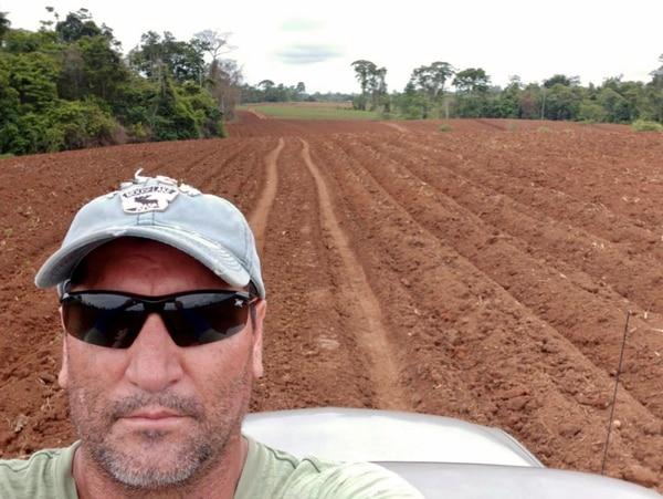Olivier Ugalde cultiva yuca en San Carlos. Él está convencido de que la tecnología puede ser una gran aliada para los agricultores nacionales. Foto: Cortesía.