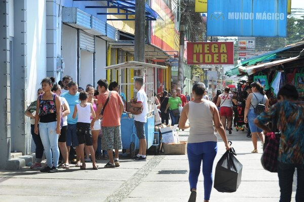 Unas 800 personas fueron despedidas en los últimos meses en Limón, por el cierre de empresas como estibadoras, predios y transportistas. Fotografía Jorge Castillo