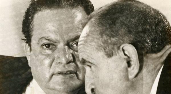 Luis Alberto Monge (izq.) y José Figueres Ferrer firmaron el 12 de octubre de 1951 la creación del Partido Liberación Nacional (PLN). Monge, el último de los constituyentes de 1949, falleció el pasado 29 de noviembre a los 90 años.