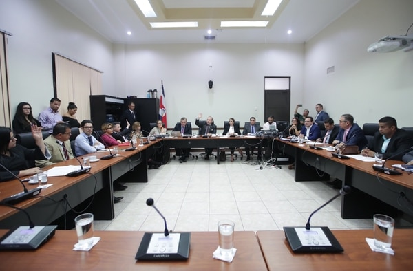 La Comisión de Asuntos Económicos de la Asamblea Legislativa discute el proyecto de eurobonos. / Fotografía: John Durán Photo By JOHN DURAN
