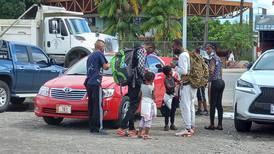 Migrantes de Haití, Venezuela y Cuba intentan entrar por Paso Canoas