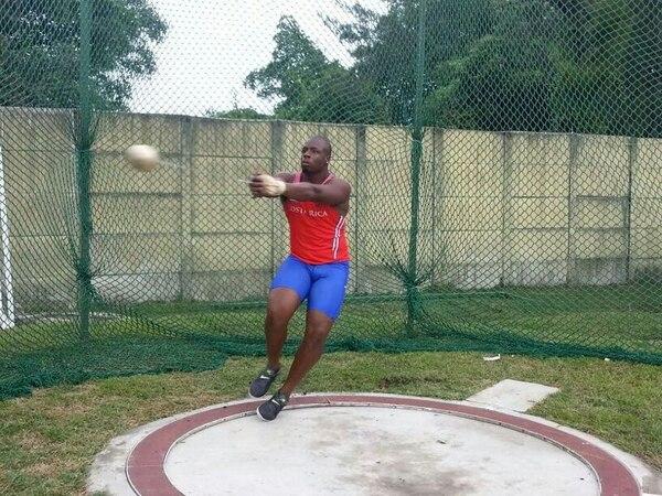 El costarricense Roberto Sawyers se lució ayer en Ciudad de Guatemala, en el campeonato nacional de atletismo chapín. | OLMAN MORA PARA LN