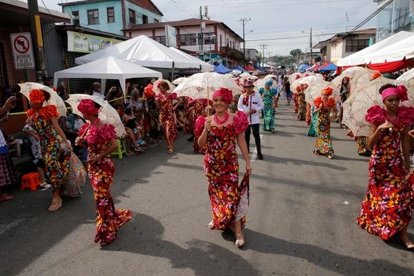 El Grand Parade Limón 2018, conmemora el Día del Negro y de la Cultura Afrocostarricense, y el final del Festival de la Cultura Negra. En la foto, jóvenes del Centro Educativo María Inmaculada. Fotos: Mayela López