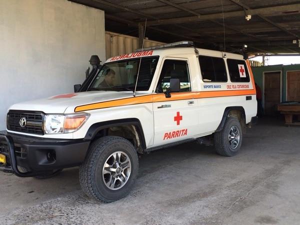 Los rescatistas de Cruz Roja de Parrita recibieron la alerta sobre el hallazgo del cuerpo de Carlos Cabezas Alpízar en playa Bejuco.   WANDA ARAYA.