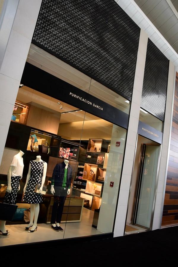 Purificación García ofrece ropa para hombre y para mujer y accesorios.