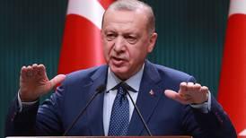 Erdogan acusa a almirantes retirados de sugerir un 'golpe de Estado político'