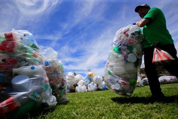 La moción aprobada por los diputados tiene por objetivo garantizar un buen tratamiento a cierta cantidad de plásticos desechables. Fotografía con fines ilustrativos: Rafael Pacheco.