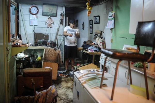 Torrencial aguacero mata a mujer, niña y daña viviendas