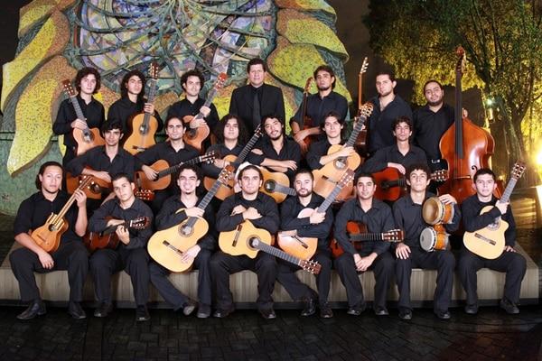 Trabajadores. La Orquesta de Guitarras de la Universidad de Costa Rica tiene en su historia seis discos y varias giras internacionales. Cortesía Luis Zumbado