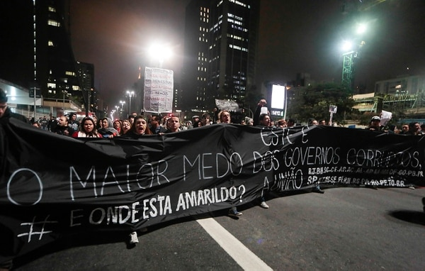 La manifestación fue convocada en solidaridad con los manifestantes de Rio de Janeiro que exigen la salida del gobernador del estado, Sergio Cabral.
