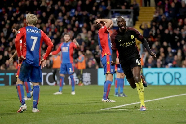 Yaya Toure marcó los dos goles del Manchester City ante el Crystal Palace.