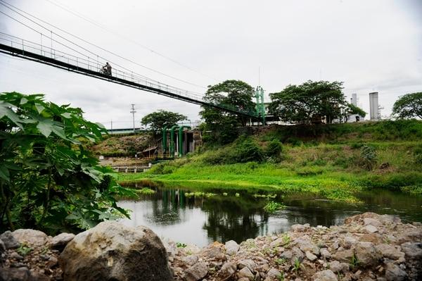 La Central Azucarera del Tempisque (CATSA) tiene varias tomas autorizadas para extraer agua del río Tempisque para utilizarla en sus procesos agroindustriales. | RAFAEL MURILLO.