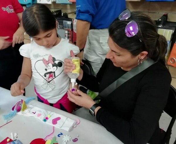 La idea de los talleres es que los niños creen y se diviertan junto a sus papás. Foto: Red Point para LN