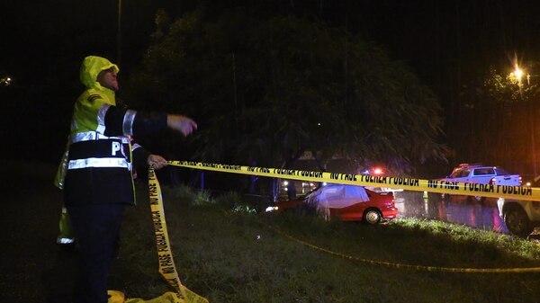 Arcadio Julián Mejía Vélez, falleció en el asiento del acompañante de este carro en el Roble de Puntarenas. El chofer es el sospechoso del crimen y escapó.
