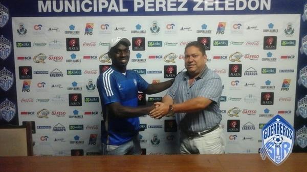 Erick Scott ya se puso la camiseta del Pérez Zeledón.