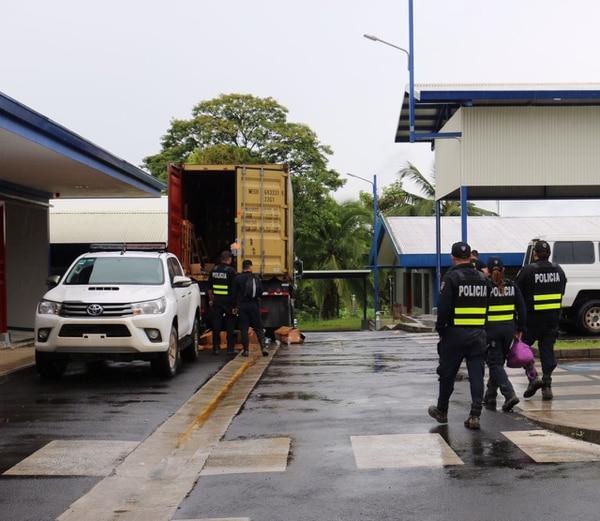 El camión donde iba la carga de palmito y donde se cree que también se llevaba la droga quedó decomisado para ser inspeccionado.
