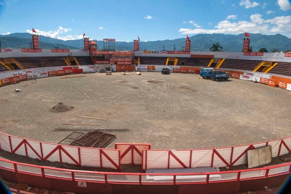 En el redondel de Zapote habrá esta noche un espectáculo de luces y sonido.