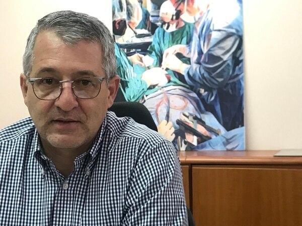 Rodrigo Chamorro Castro es jefe de la sección de Cirugía del Hospital Calderón Guardia y coordinador del programa de trasplante de corazón y pulmón de ese hospital josefino. Foto: Archivo/Ángela Ávalos
