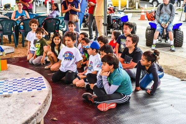 Previo a la sesión práctica, los menores recibieron una inducción teórica. Foto: Riteve