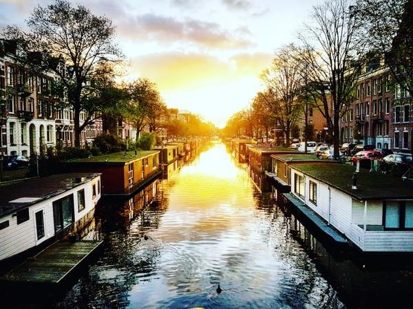 Con suerte, en su visita a Ámsterdam puede ver atardeceres espectaculares. Fotografía: Carlos Gutiérrez
