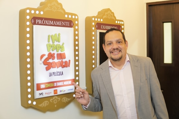El director y actor Daniel Moreno es el encargado de la nueva película de comedia nacional titulada 'Mi papá es un Santa'. Foto: The Photomaton